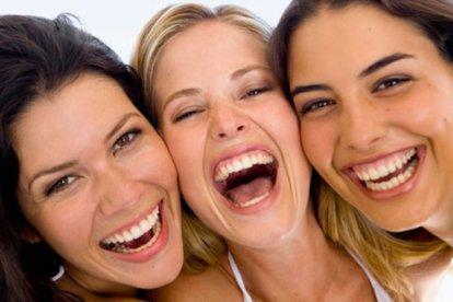 Maak je lachspieren los tijdens deze unieke belevenis: een lachmeditatie. Dat is zonder twijfel de vrolijkste vorm van meditatie die er bestaat. Zomaar lachen, zonder reden. Met elkaar, niet om elkaar. Gewoon omdat het heerlijk is! Voel wat lachen met je doet!