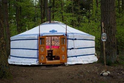 Op de steppen in Mongolië werden speciale tenten, Yurts genaamd, als onderkomen gebruikt door nomadische herders. Wil je zelf eens ervaren hoe het is om in zo'n bijzondere gelegenheid te overnachten? Boek dan deze unieke overnachting in een Yurt!