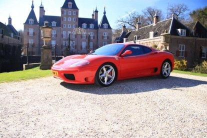 Welke man droomt er nu niet van? Lekker scheuren in een Ferrari, voor één dag weer een kind zijn. Dit is je kans om in de Ferrari 360 Modena te rijden en binnen 4,3 seconden 100 km/u te bereiken...