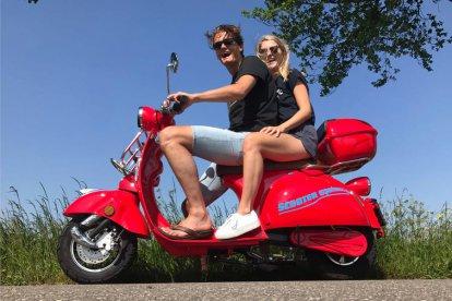 Er zijn verschillende, mooie routes waar je uit kunt kiezen. Bezoek de oud-Hollandse dorpjes zoals Monnickendam en Volendam en ontdek de bezienswaardigheden. Je komt voor veel verrassingen te staan!