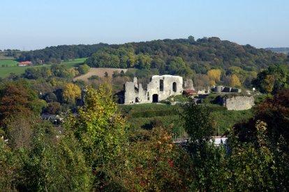 Valkenburg is een mooi enautheniek stadje in het zuiden van Limburg. Jullie overnachten hier in een prachtighotel en ontdekken de ondergrondse wereld van de stad. Jullie krijgen gratis toegang tot de Steenkolenmijn, Gemeentegrot, Fluweelengrot én Kasteelruïne.