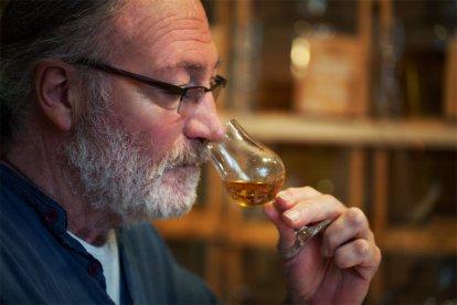 Ben je een liefhebber van whisky en zou je graag eens nieuwe soorten whisky leren kennen? Of wil je gewoon eens kennismaken met whisky en leren genieten van de smaak en de geur van deze heerlijke drank? Dat kan tijdens deze fantastische whiskyproeverij, waarbij je zes soorten whisky proeft.