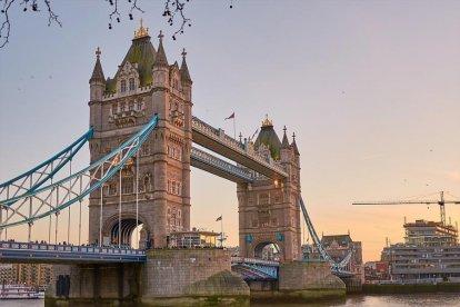 Dit is jouw kans om een prachtige wereldstad te bezoeken. Ga mee op deze unieke, eendaagse reis naar Londen en geniet van de charme, het heerlijke eten, de sfeer, de kunst en de mooie winkels die deze stad te bieden heeft. Jij komt vast snel weer eens terug in Londen!