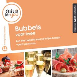 Fles bubbels en een luxe hapje voor twee personen in een restaurant, bar of lounge naar keuze.