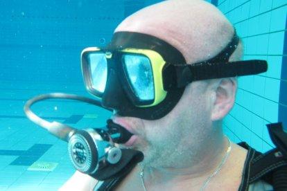 Heb je altijd al een keer willen duiken? Deze belevenis bied je een avontuurlijke duikles! Na een half uur theoretische uitleg, ga jij samen met een begeleider het zwembad in. Leer omgaan met je duikuitrusting en zwem steeds dieper het water in!