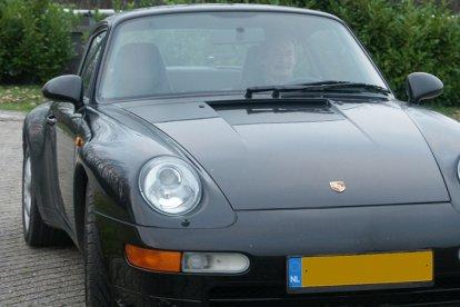 Als eerste mag je plaats nemen achter het stuur van een echte Porsche 993 Carrera. Vervolgens cross je door de modder terwijl je op een quad zit en je sluit af met een leerzame slipcursus. Dat wordt een top dag!